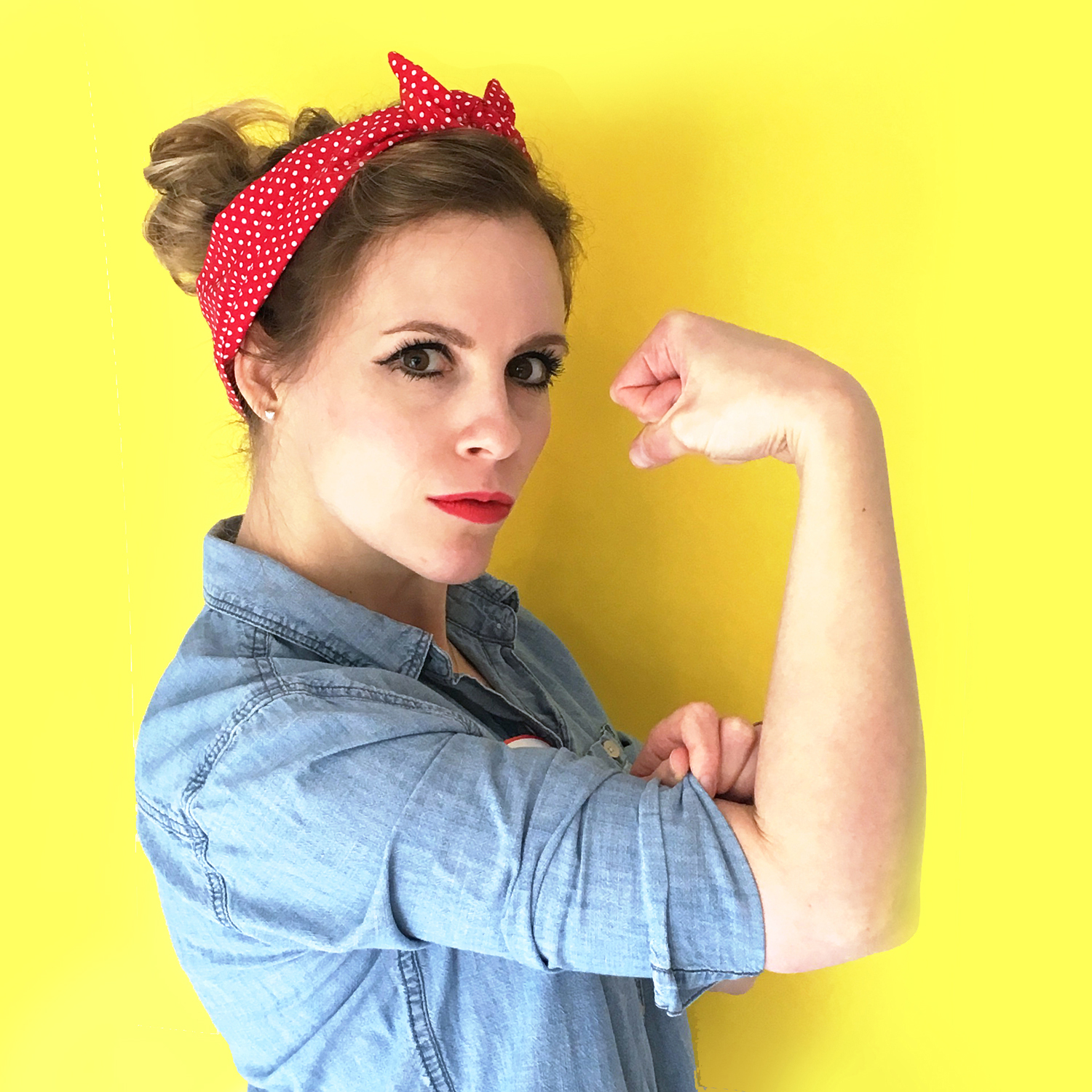 last minute halloween costume - rosie the riveter iconic pose, rosie the riveter poster picture, diy rosie the riveter costume